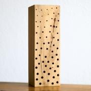 Wildbienen Nisthilfe, Nistholz aus Hartholz mit sauberen Bohrungen in verschiedenen Größen