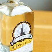 Distilled London Dry Honey-Gin Flasche von Chateau Steinle und Imkerei Bienesto aus Ulm